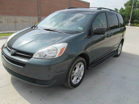 2005 Toyota Sienna for sale at Universal Credit in Houston TX