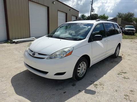 2006 Toyota Sienna for sale at Universal Credit in Houston TX