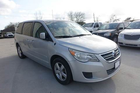 2010 Volkswagen Routan for sale at Universal Credit in Houston TX