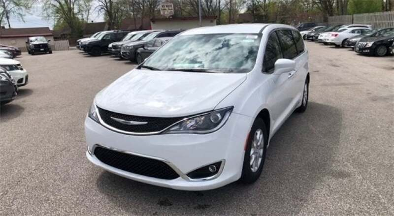 2020 Chrysler Pacifica Touring 4dr Mini-Van - North Olmsted OH