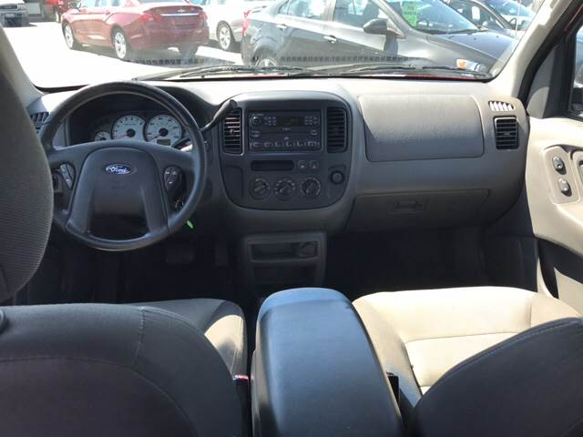 2003 Ford Escape for sale at Giovannis Auto in Peru IL