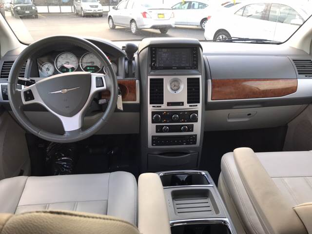 2008 Chrysler Town and Country for sale at Giovannis Auto in Peru IL