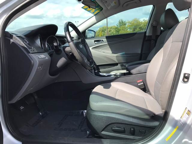 2011 Hyundai Sonata for sale at Giovannis Auto in Peru IL