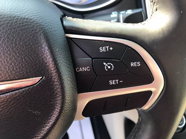 2015 Chrysler 200 for sale at Giovannis Auto in Peru IL