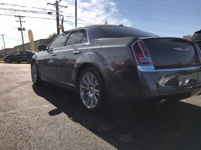 2011 Chrysler 300 for sale at Giovannis Auto in Peru IL