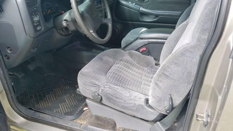 2000 Chevrolet S-10 2dr LS 4WD Standard Cab Stepside SB - New London CT