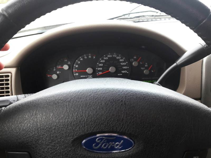 2005 Ford Explorer 4dr XLT 4WD SUV - New London CT