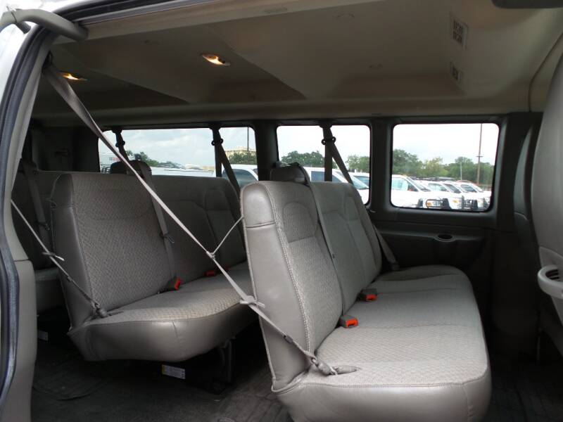 2017 Chevrolet Express Passenger LT 3500 3dr Extended Passenger Van - Houston TX