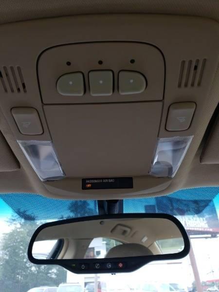 2008 Buick Lucerne CXL (image 9)