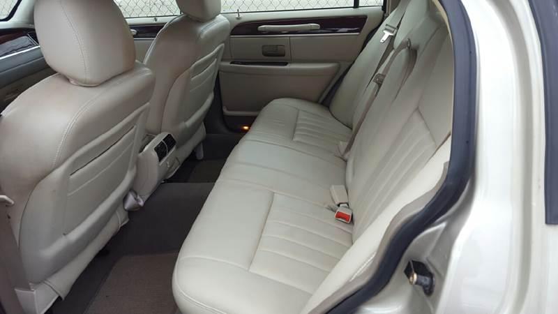 2005 Lincoln Town Car Signature 4dr Sedan - Lake Charles LA