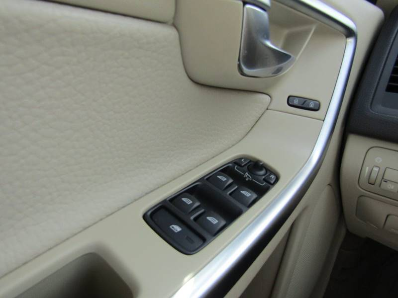 2011 Volvo XC60 for sale at Specialty Car Company in North Wilkesboro NC
