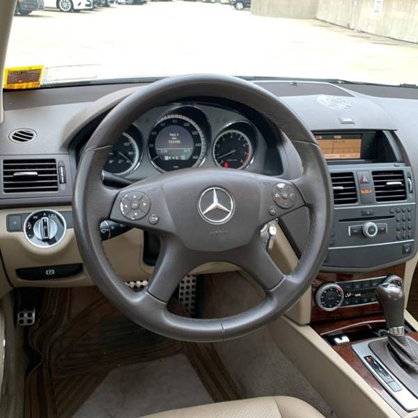 2011 Mercedes-Benz C-Class C 300 Sport 4MATIC (image 10)