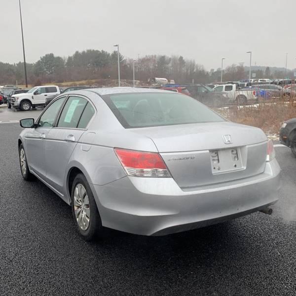 2010 Honda Accord LX (image 2)