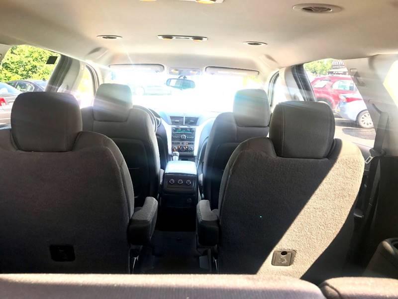 2010 Chevrolet Traverse LT 4dr SUV w/1LT - Kalamazoo MI