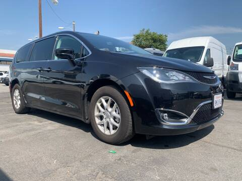 2020 Chrysler Pacifica for sale at Best Buy Quality Cars in Bellflower CA
