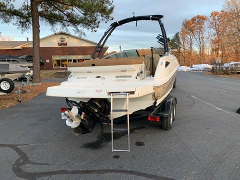 2015 Sea Ray 240 Sundeck