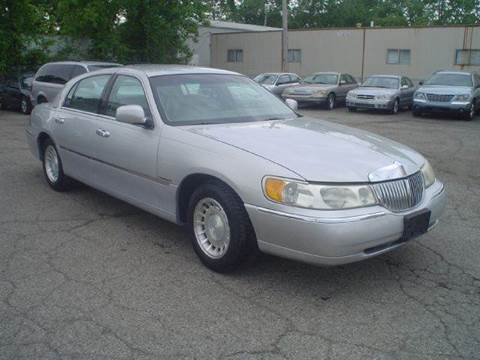 2000 Lincoln Town Car for sale at Nile Auto in Columbus OH