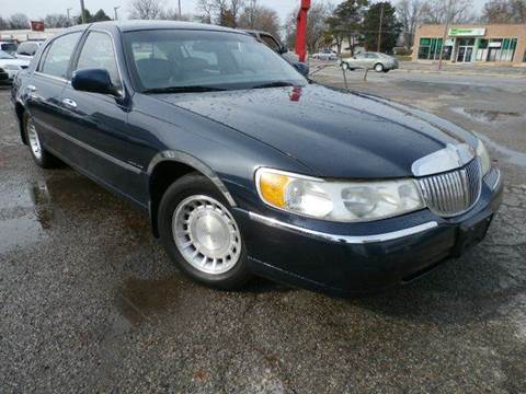 2001 Lincoln Town Car for sale at Nile Auto in Columbus OH