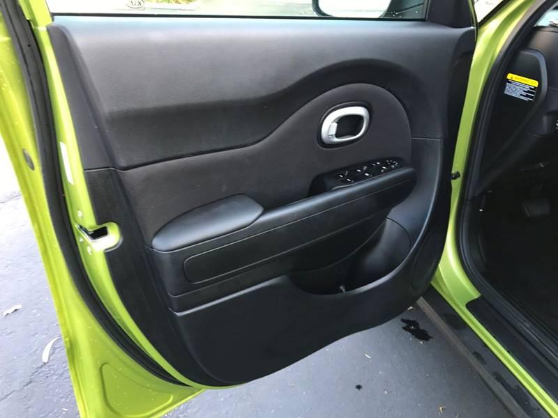 2016 Kia Soul + 4dr Wagon - Upland CA