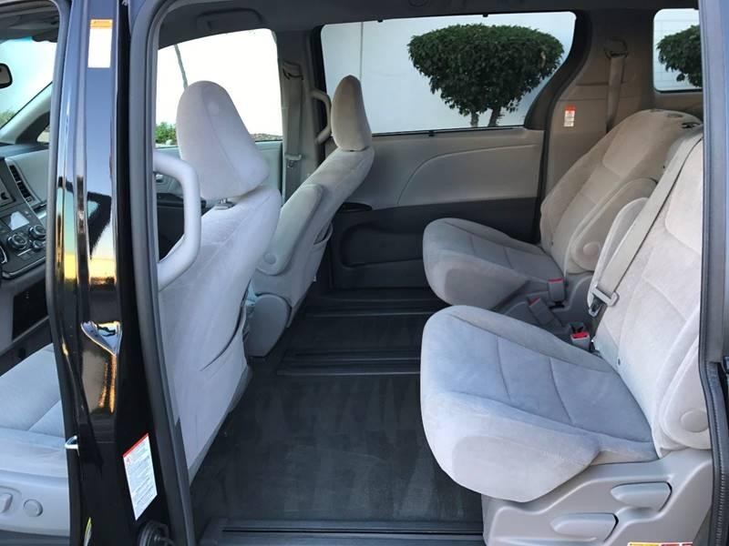 2016 Toyota Sienna LE 7-Passenger Auto Access Seat 4dr Mini-Van - Upland CA