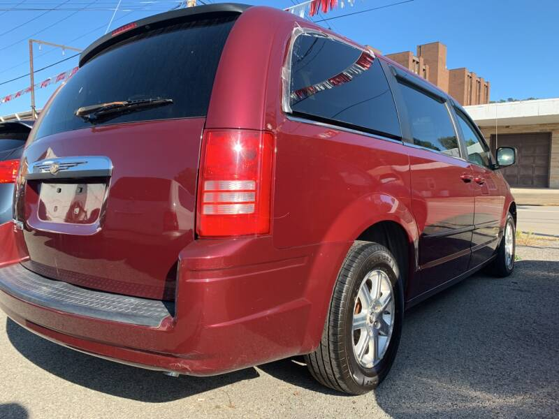 2008 Chrysler Town and Country Touring 4dr Mini-Van - Weston WV