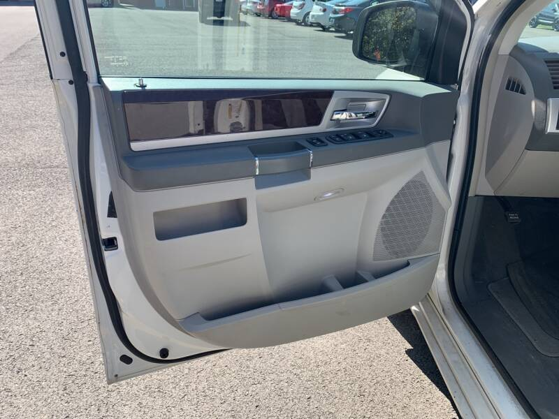 2010 Chrysler Town and Country Touring 4dr Mini-Van - Weston WV
