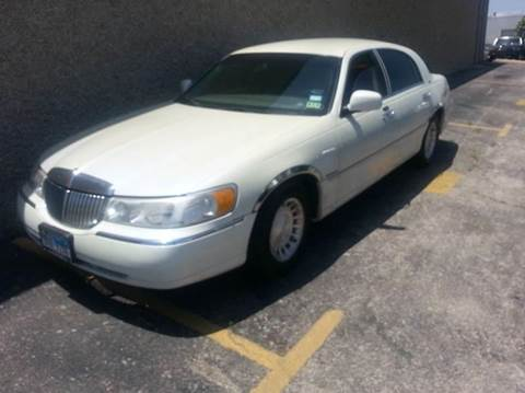 2001 Lincoln Town Car for sale at Bad Credit Call Fadi in Dallas TX