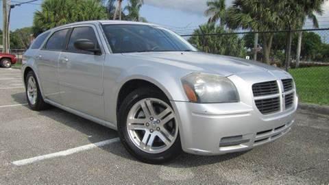 2005 Dodge Magnum for sale at Rosa's Auto Sales in Miami FL