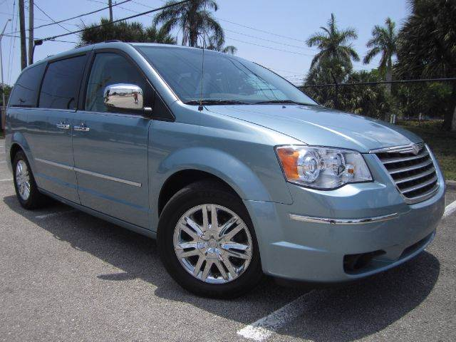 2008 Chrysler Town and Country for sale at Rosa's Auto Sales in Miami FL