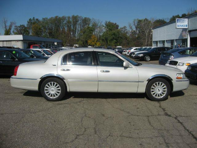 2005 Lincoln Town Car for sale at GRACE QUALITY USED CARS in Morrisville PA