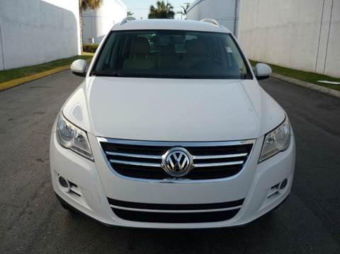 2009 Volkswagen Tiguan for sale at INTERNATIONAL AUTO BROKERS INC in Hollywood FL
