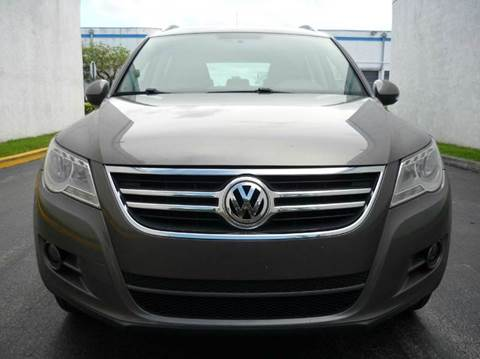 2010 Volkswagen Tiguan for sale at INTERNATIONAL AUTO BROKERS INC in Hollywood FL