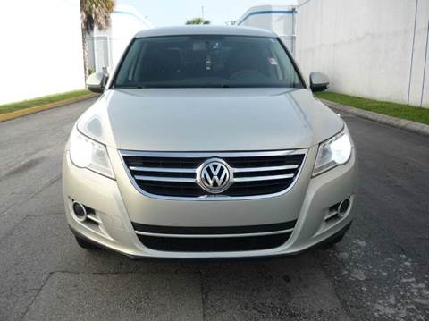2011 Volkswagen Tiguan for sale at INTERNATIONAL AUTO BROKERS INC in Hollywood FL