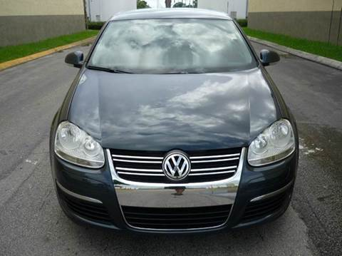 2009 Volkswagen Jetta for sale at INTERNATIONAL AUTO BROKERS INC in Hollywood FL