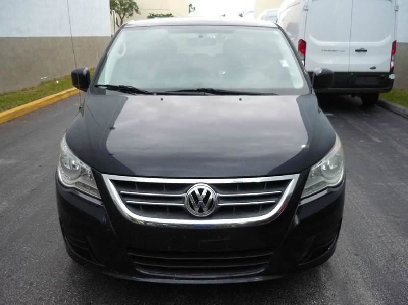 2010 Volkswagen Routan for sale at INTERNATIONAL AUTO BROKERS INC in Hollywood FL