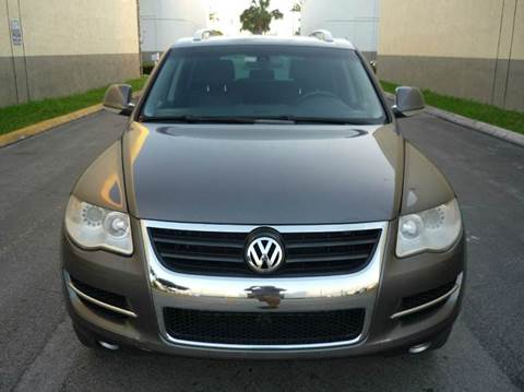 2008 Volkswagen Touareg 2 for sale at INTERNATIONAL AUTO BROKERS INC in Hollywood FL
