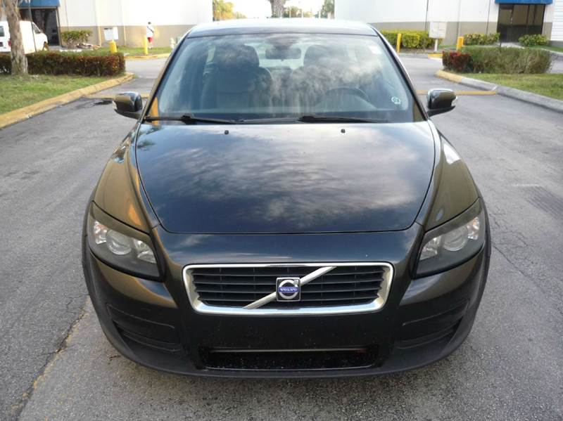 2009 Volvo C30 for sale at INTERNATIONAL AUTO BROKERS INC in Hollywood FL