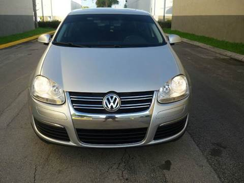 2010 Volkswagen Jetta for sale at INTERNATIONAL AUTO BROKERS INC in Hollywood FL