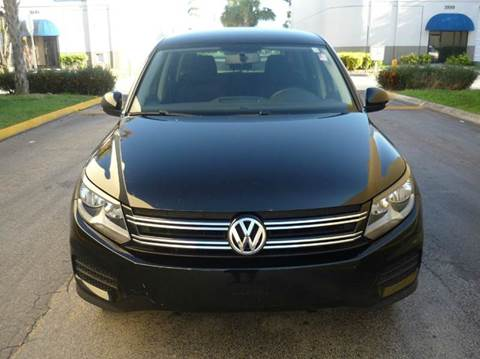 2013 Volkswagen Tiguan for sale at INTERNATIONAL AUTO BROKERS INC in Hollywood FL