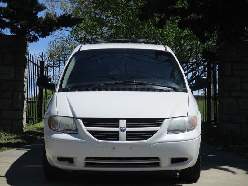 2005 Dodge Caravan for sale at Blue Ridge Auto Outlet in Kansas City MO