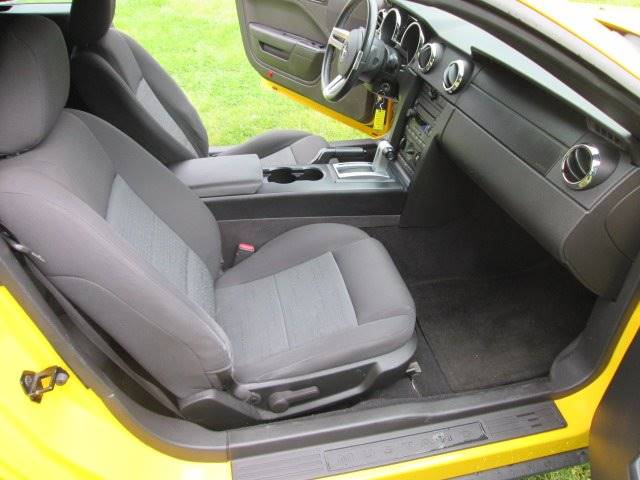 2006 Ford Mustang V6 Deluxe 2dr Convertible - Lewes DE
