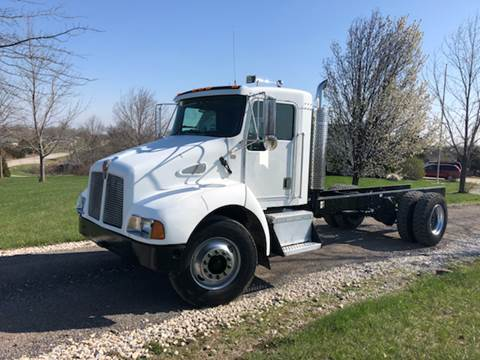 2001 Kenworth T300 for sale in New Bloomfield, MO