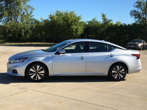 2019 Nissan Altima for sale at LANDMARK OF TAYLORVILLE in Taylorville IL