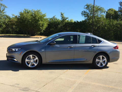 2020 Buick Regal Sportback for sale at LANDMARK OF TAYLORVILLE in Taylorville IL