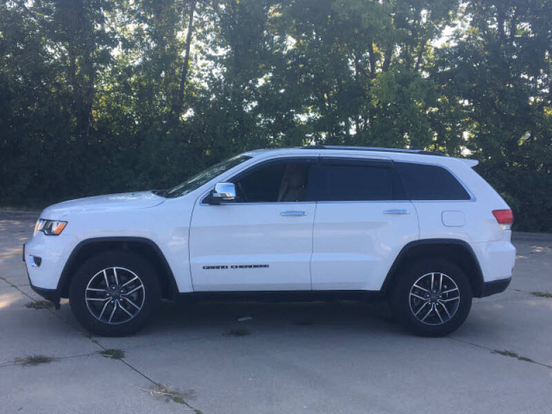 2019 Jeep Grand Cherokee for sale at LANDMARK OF TAYLORVILLE in Taylorville IL