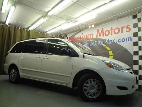 2006 Toyota Sienna for sale at Premium Motors in Villa Park IL