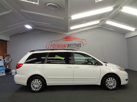 2007 Toyota Sienna for sale at Premium Motors in Villa Park IL