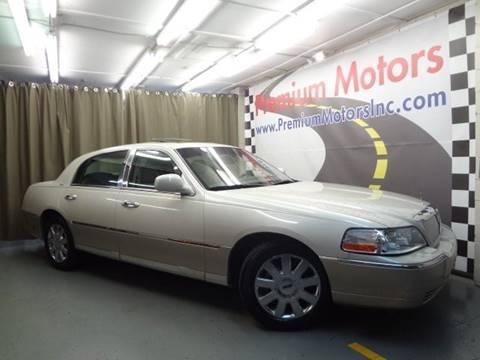 2004 Lincoln Town Car for sale at Premium Motors in Villa Park IL