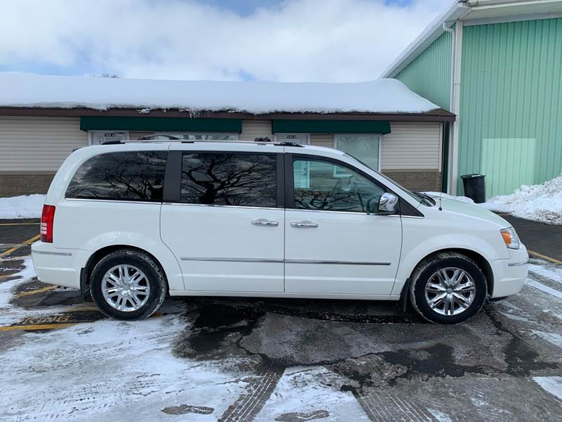 2010 Chrysler Town And Country Limited 4dr Mini Van W 28y In