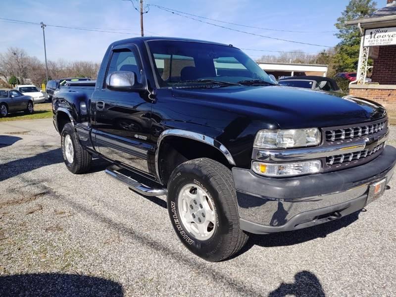 2000 Chevrolet Silverado 1500 LS (image 2)